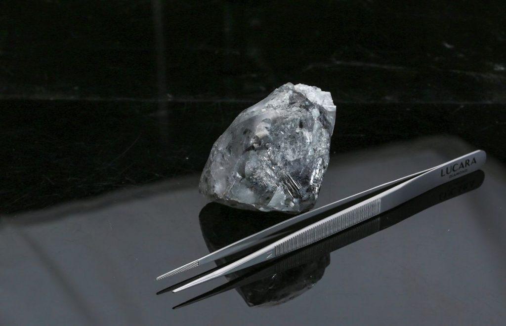 The-diamond-measures-67x49x45mm